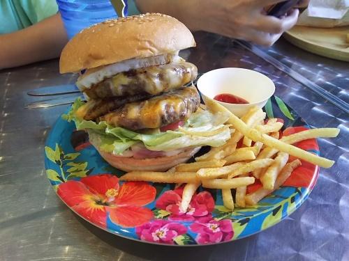 ボリューム満点ハンバーガー